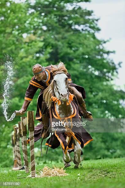 Montar a caballo marrón knight