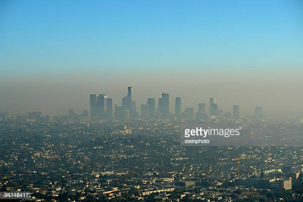 brown layer of los angeles smog - smog stock pictures, royalty-free photos & images