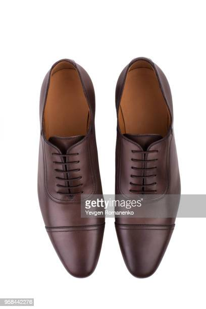 brown leather shoes isolated on white background - nette schoen stockfoto's en -beelden