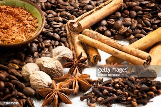 brown spices close up - スターアニス ストックフォトと画像
