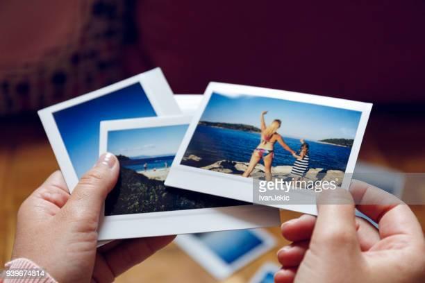 自宅でクローズ アップの写真の休暇を閲覧 - 写真 ストックフォトと画像
