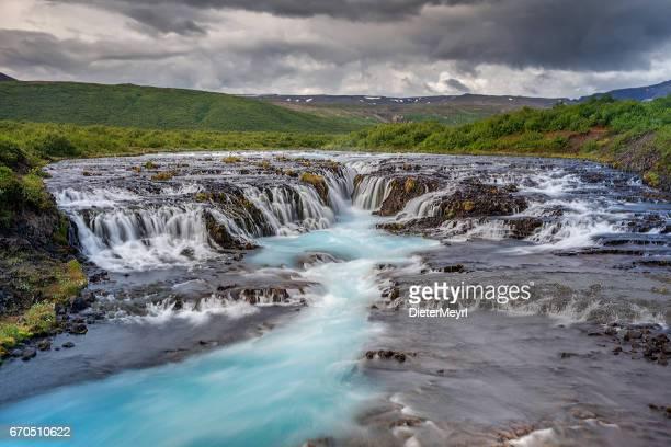 cachoeira de bruarfoss, islândia - ponto de referência natural - fotografias e filmes do acervo