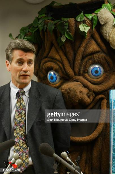 Bruce Bisping/Star Tribune Minneapolis MN Tuesday 2/1/2005 Minneapolis Mayor RT Rybak was joined by Elmer the Elm Tree at the podium during a press...