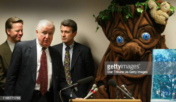 Bruce Bisping/Star Tribune Minneapolis MN Tuesday 2/1/2005 Minneapolis Council President Paul Ostrow Minneapolis Tree Advisory Commission Secretary...