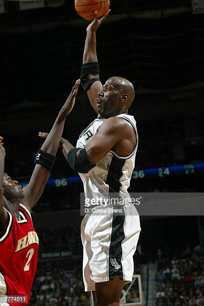 Bruce Bowen of the San Antonio Spurs shoots over Nazr Mohammed of the Atlanta Hawks during the game at the SBC Center on November 21 2003 in San...