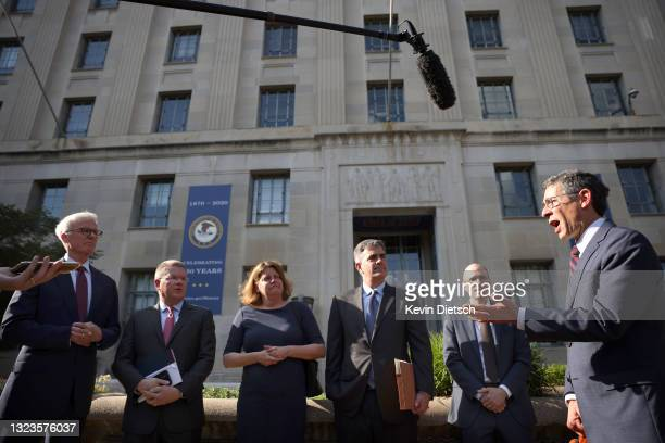 Bruce Brown , director of Reporters Committee for Freedom of the Press, speaks as Washington Post Publisher Fred Ryan, CNN Washington Bureau Chief...