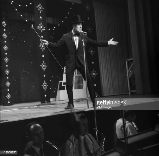 Bruce Forsyth performing on the TV show Sunday Night At The London Palladium 1958