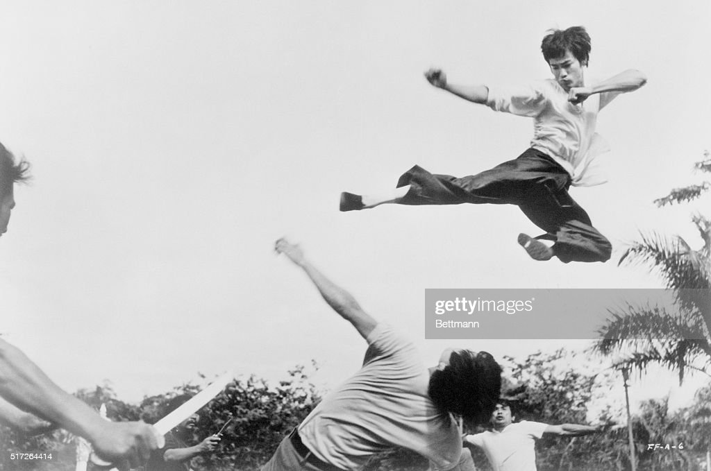 Bruce Lee Jumping in the Air : News Photo