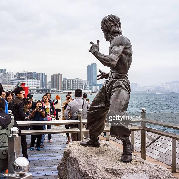 estátua de bruce lee em hong kong - bruce lee imagens e fotografias de stock