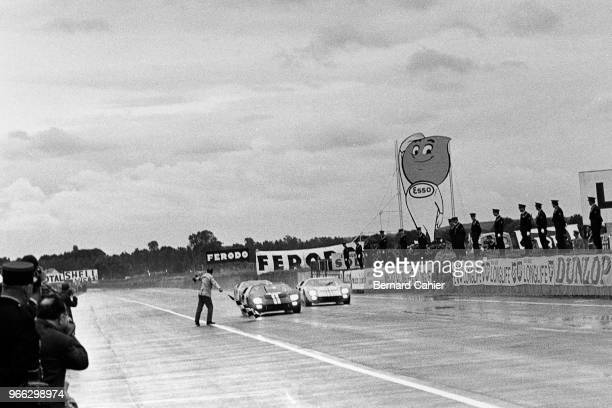 Bruce McLaren Ken Miles 24 Hours of Le Mans Le Mans 19 June 1966 Checkered flag and victory for the Chris Amon/Bruce McLaren Ford MkII just ahead of...