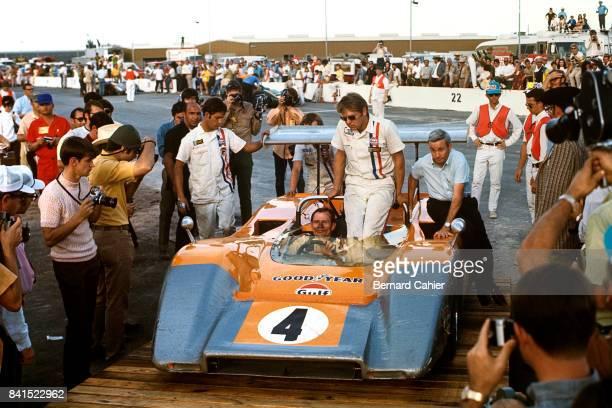 Bruce McLaren, Teddy Mayer, McLaren-Chevrolet M8B, Texas International Can-Am Round, Texas World Speedway, College Station, Texas, 09 November 1969....
