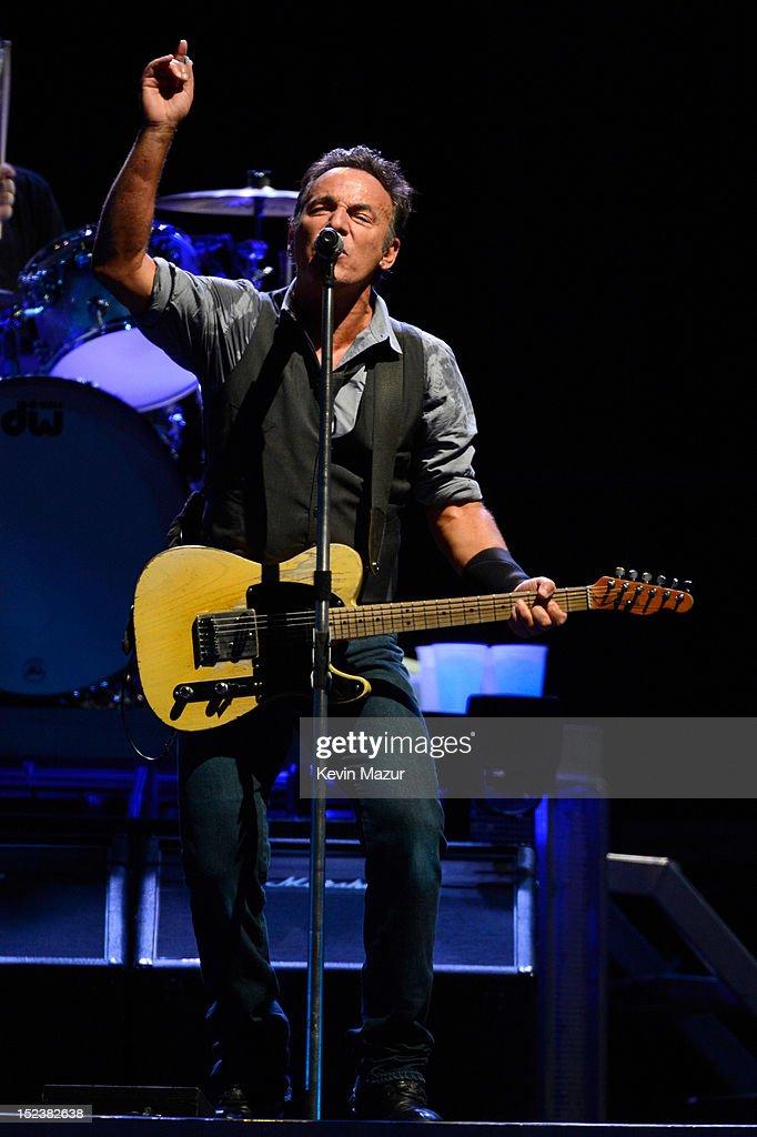 "Bruce Springsteen ""Wrecking Ball"" Tour - East Rutherford : ニュース写真"