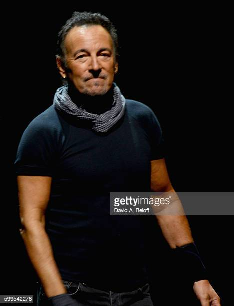 18 Bruce Springsteen And The E Street Band In Concert