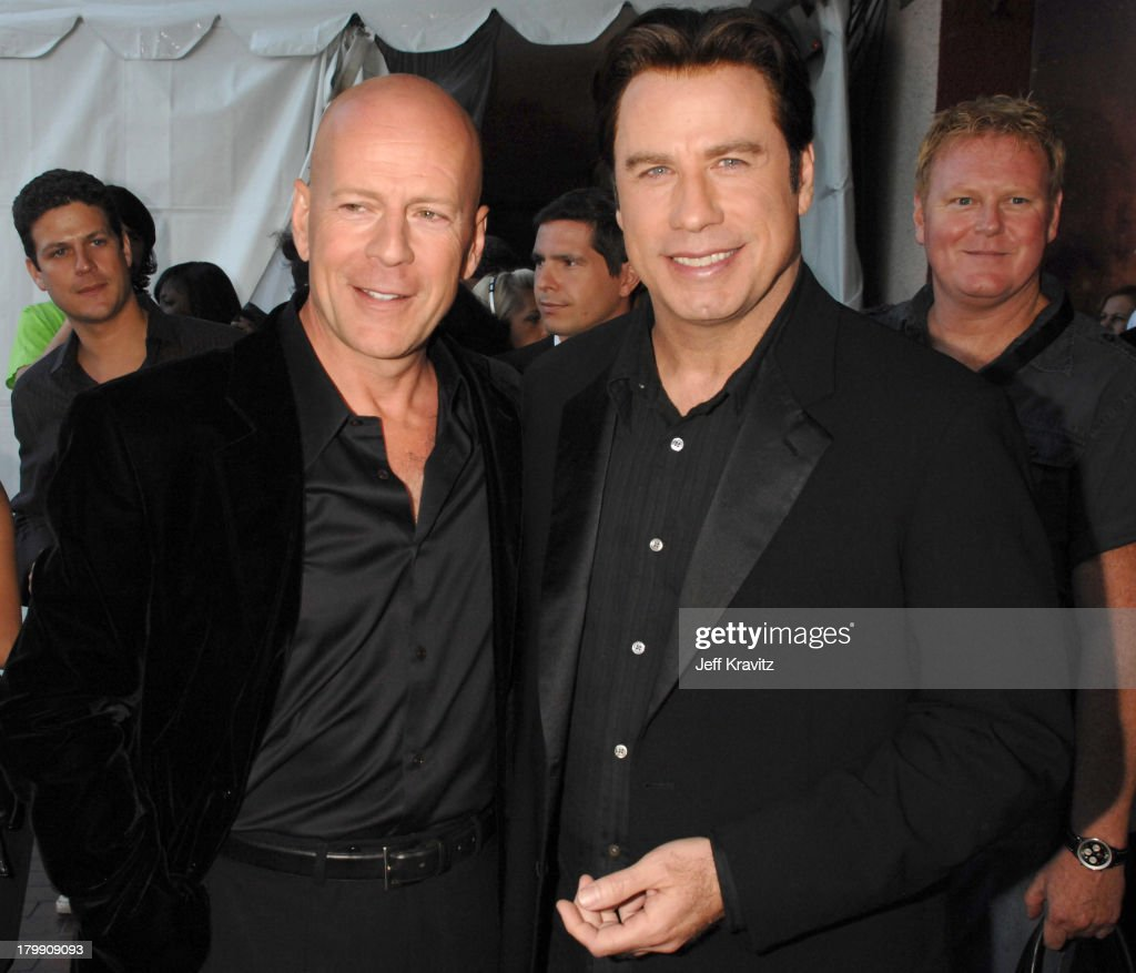 ¿Cuánto mide Bruce Willis? - Altura - Real height Bruce-willis-and-john-travolta-during-2007-mtv-movie-awards-backstage-picture-id179909093