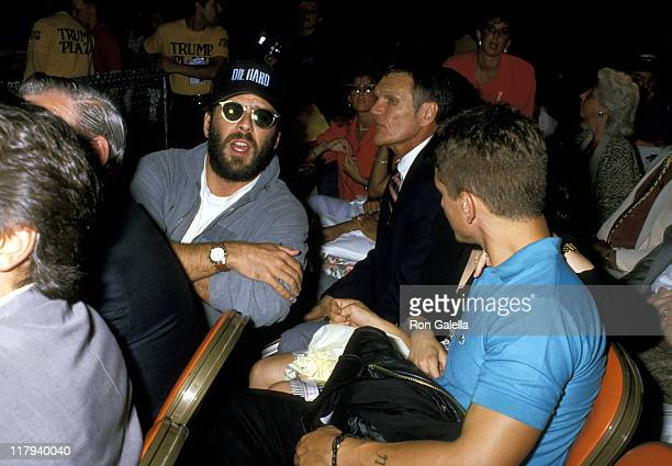 Bruce Willis and Sean Penn during Mike Tyson vs Michael Spinks Fight at Trump Plaza June 27 1988 at Trump Plaza in Atlantic City New Jersey United...