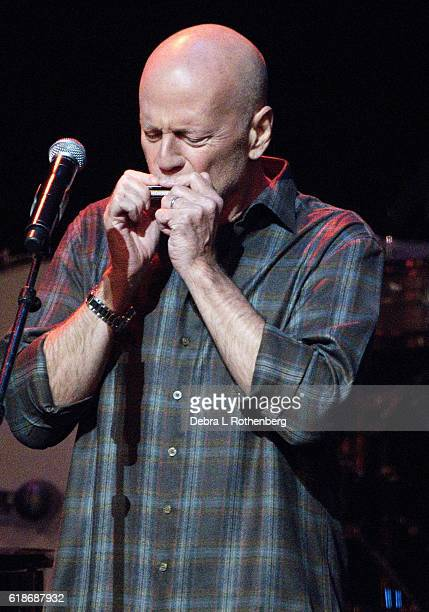 Bruce WIllis performs live during the 15th Annual 'A Great Night in Harlem' Gala at The Apollo Theater on October 27 2016 in New York City