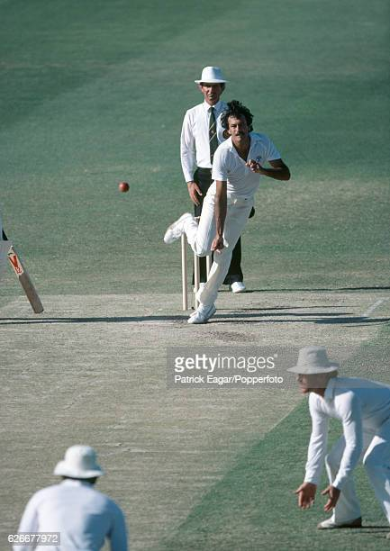 Bruce Yardley bowling for Australia during the 2nd Test match between Australia and England at Perth Australia 12th November 1982 The umpire is Tony...
