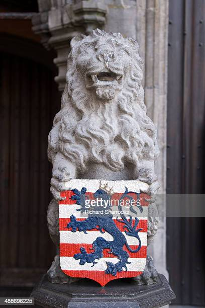 bruges lion and coat of arms - 西フランダース ストックフォトと画像