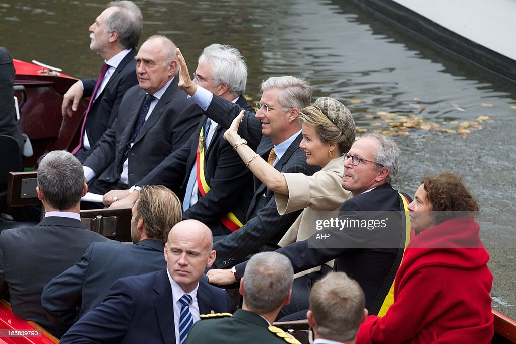 Bruges' mayor Renaat Landuyt (2nd L), Queen Mathilde (3rd L) and King Philippe (4th L) of Belgium sit on a boat during the 'Joyous Entry' of the Belgian royal couple to present themselves to the public in Bruges, on October 25, 2013.