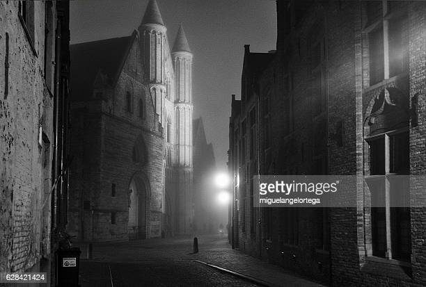 brugge at night - blanco y negro stock pictures, royalty-free photos & images
