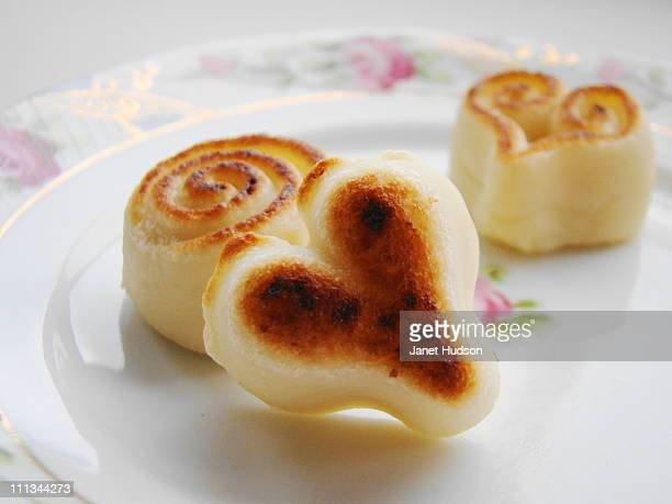 brulee marizpan - marzipan stock pictures, royalty-free photos & images