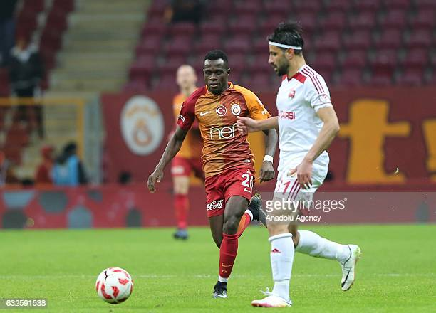 Bruma of Galatasaray and Omer Serbest of Anagold 24 Erzincanspor vie for the ball during Ziraat Turkish Cup Group E match between Galatasaray and...
