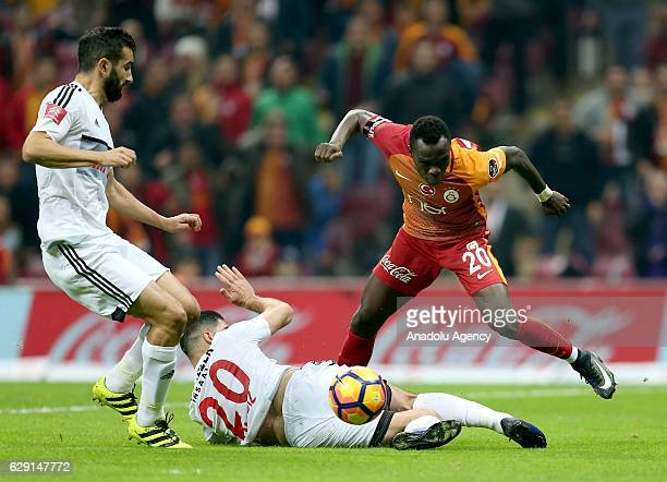 Bruma of Galatasaray in action against Muhamed Ildiz of Gaziantepspor during the Turkish Spor Toto Super Lig football match between Galatasaray and...