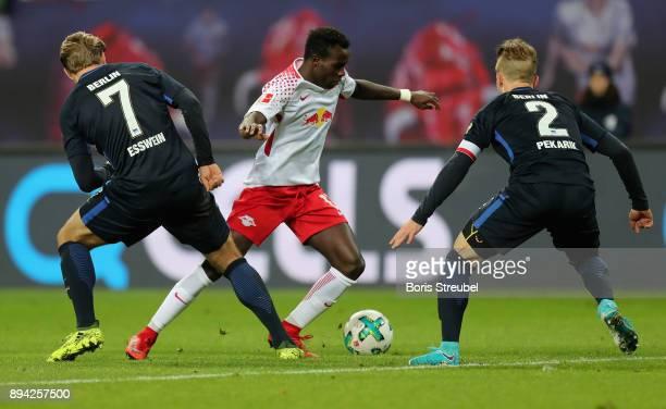 Bruma of RB Leipzig is challenged byAlexander Esswein of Hertha BSC and Peter Pekarik of Hertha BSC during the Bundesliga match between RB Leipzig...