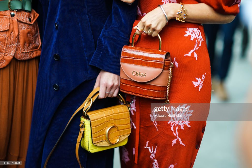Street Style : Paris Fashion Week - Womenswear Spring Summer 2020 : Day Four : News Photo