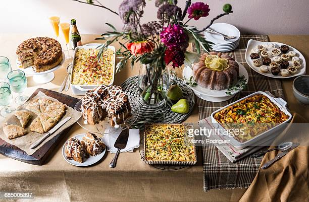 brunch buffet table - mimosa fiore foto e immagini stock