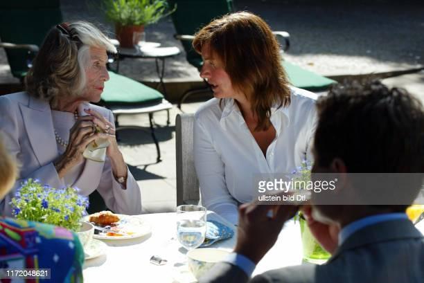 Brunch Fruehstueck im Garten von Inga Griese Schwenkow mit Eunice Kennedy Shriver Anthony Kennedy Shriver Best Buddies