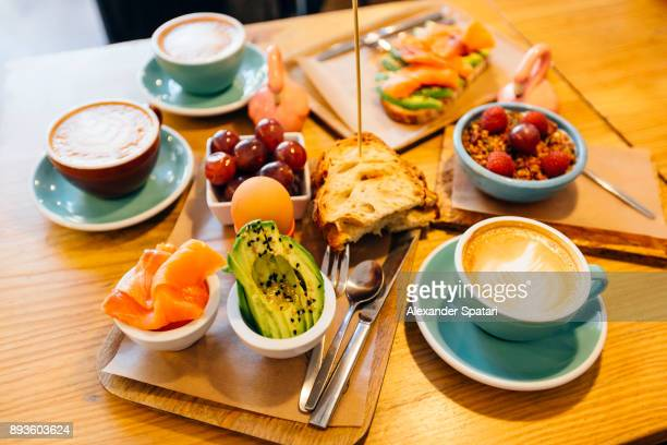 Brunching with friends at a cafe