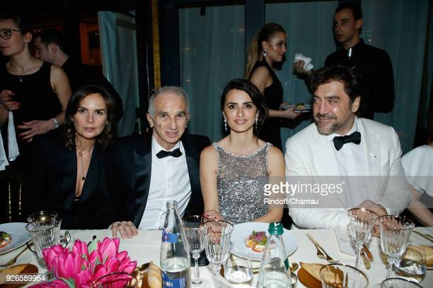Brune de Margerie Alain Terzian Penelope Cruz and Javier Bardem attend 'Dinner at Le Fouquet's' during Cesar Film Award 2018 at Le Fouquet's on March...