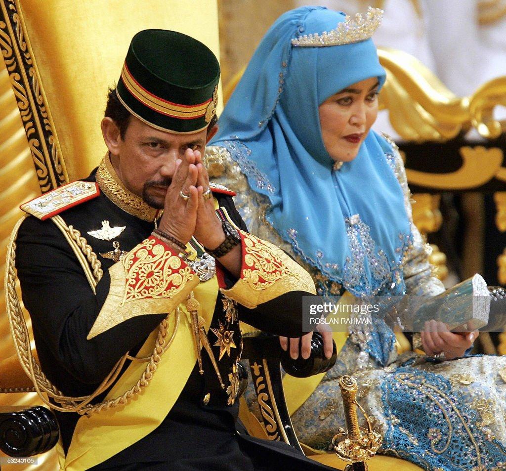 Bruneian Sultan Hassanal Bolkiah (L) gre : News Photo