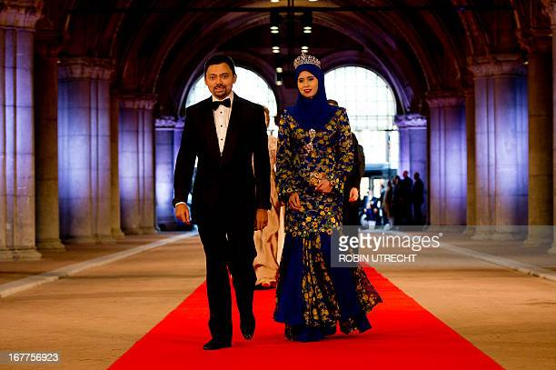 Brunei's Crown Prince AlMuhtadee Billah Bolkiah and Crown Princess Sarah arrive on April 29 2013 to attend a dinner at the National Museum in...