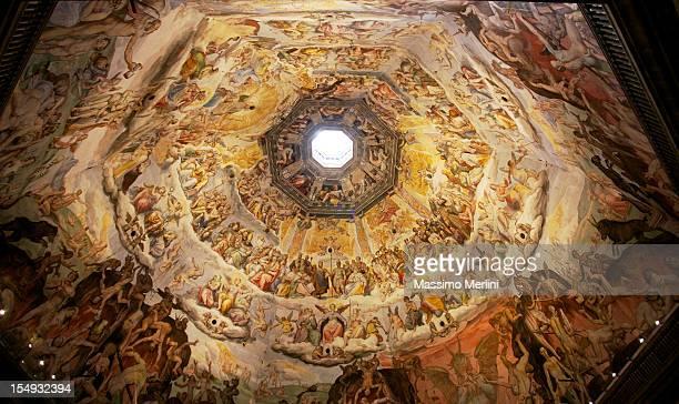 brunelleschi, natural que brinda la cúpula del duomo en florencia, italia - cúpula fotografías e imágenes de stock