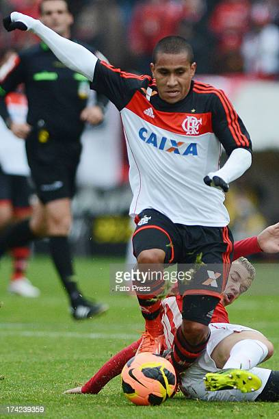 Bruninho of Flamengo runs for the ball during the match between Flamengo and Internacional for the Brazilian Serie A 2013 on July 21 2013 in...