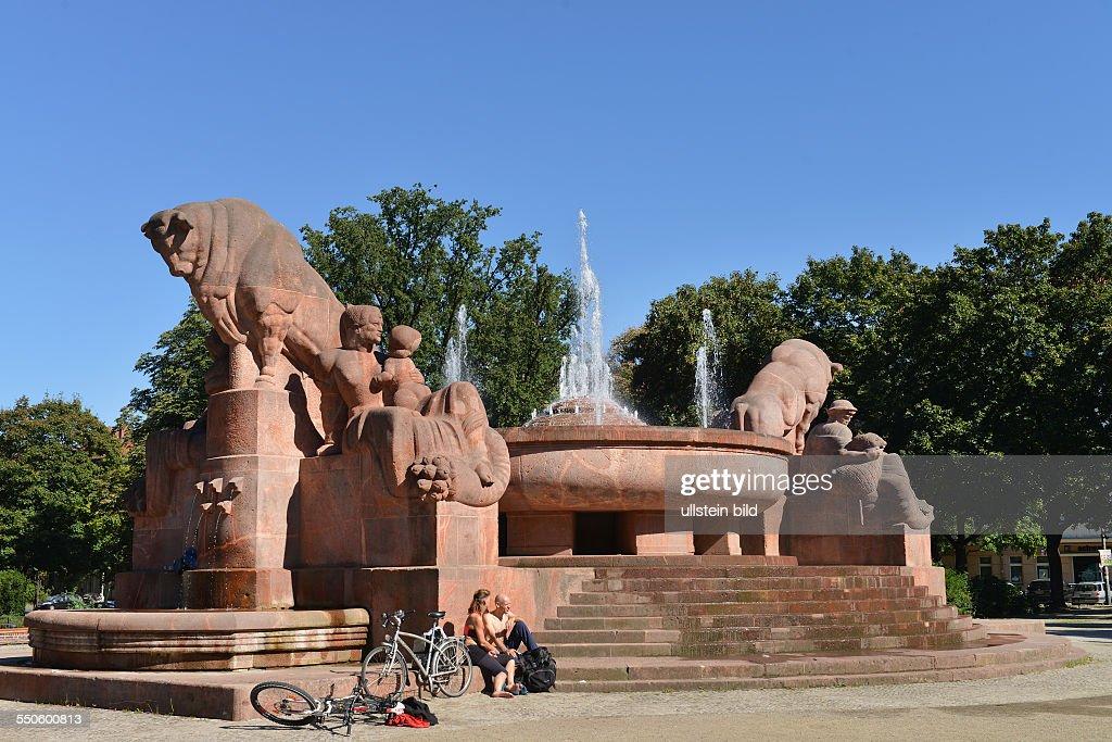 Brunnen Der Fruchtbarkeit, Arnswalder Platz, Prenzlauer Berg, Berlin,  Deutschland