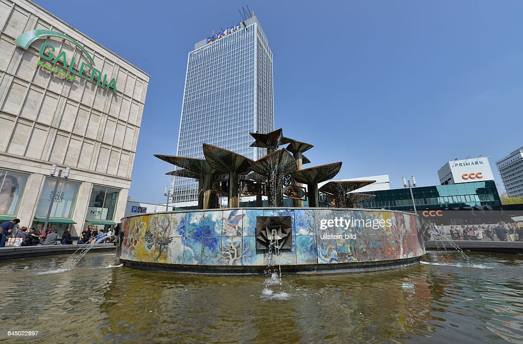 Brunnen Der Voelkerfreundschaft, Alexanderplatz, Mitte, Berlin, Deutschland  / Völkerfreundschaft