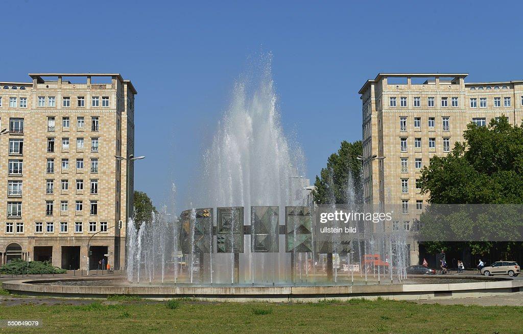 Brunnen, Strausberger Platz, Friedrichshain, Berlin, Deutschland