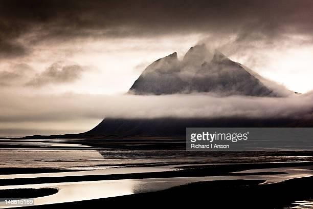 brunnhorn peak and lagoon. - austurland stock-fotos und bilder