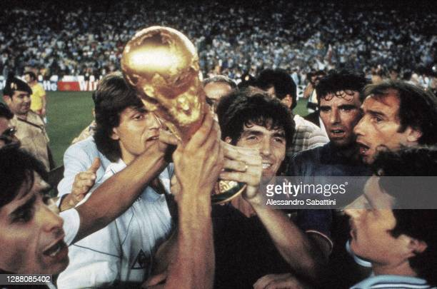 Bruno Conti, Giancarlo Antognoni, Paolo Rossi, Dino Zoff, Francesco Graziani and Franco Selvaggi of Italy celebrate with trophy after winning the...