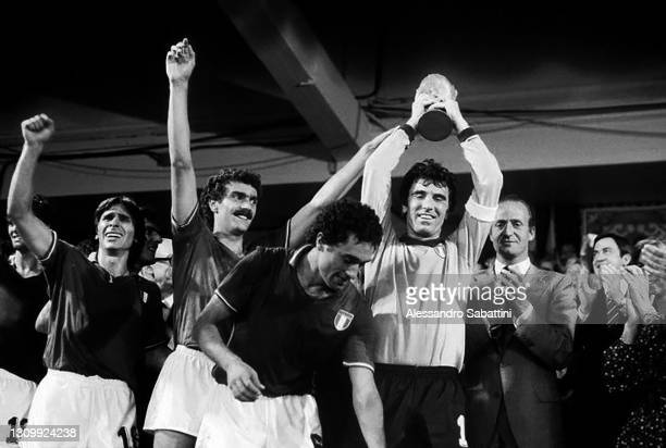Bruno Conti, Giuseppe Bergomi, Claudio Gentile and Dino Zoff celebrate with the trophy, beside the King Juan Carlos applaud after the Final FIFA...