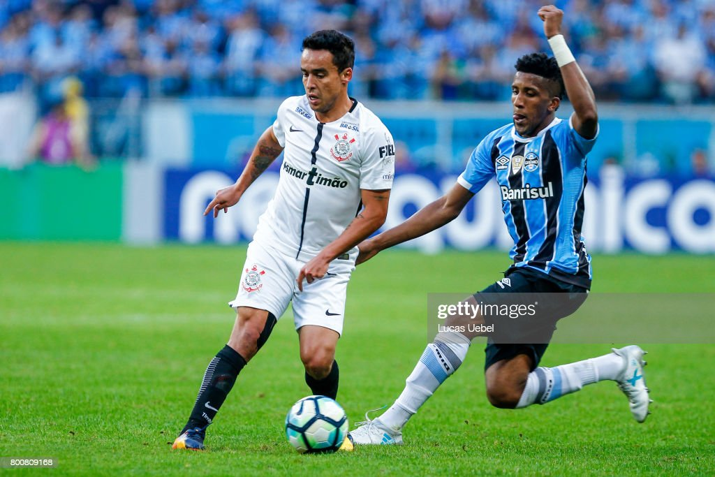 Bruno Cortez of Gremio battles for the ball against Jadson of Corinthians during the match Gremio v Corinthians as part of Brasileirao Series A 2017, at Arena do Gremio on June 25, 2017, in Porto Alegre, Brazil.