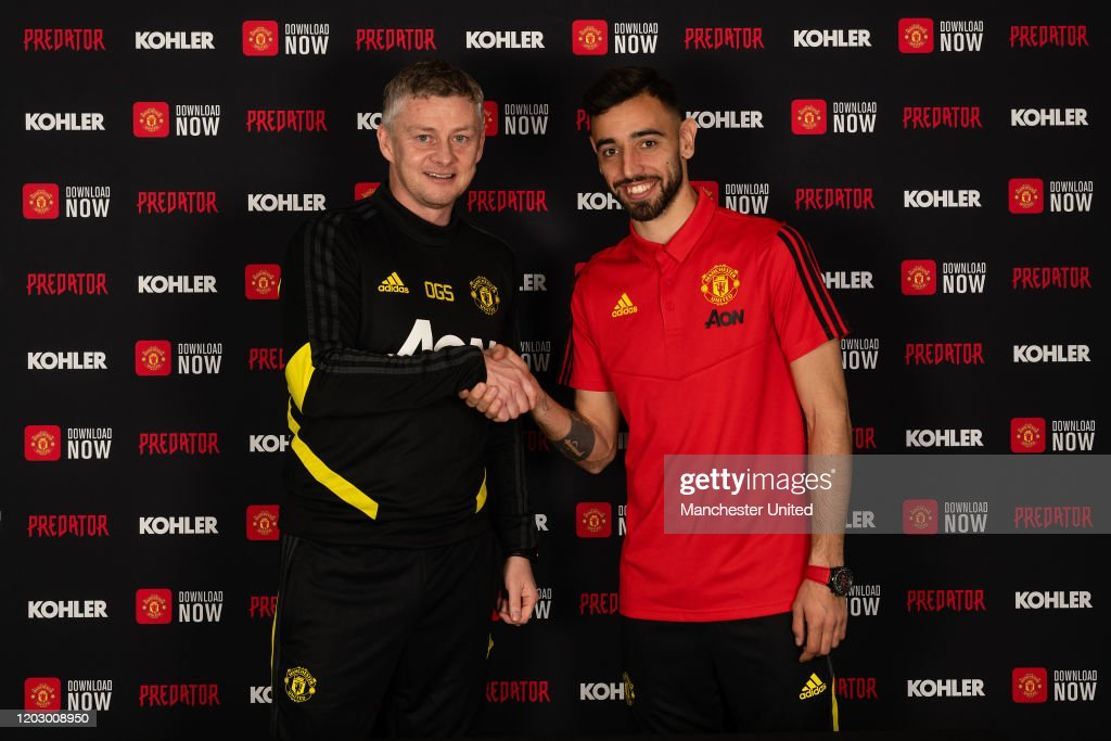 Manchester United Unveil New Signing Bruno Fernandes : ニュース写真