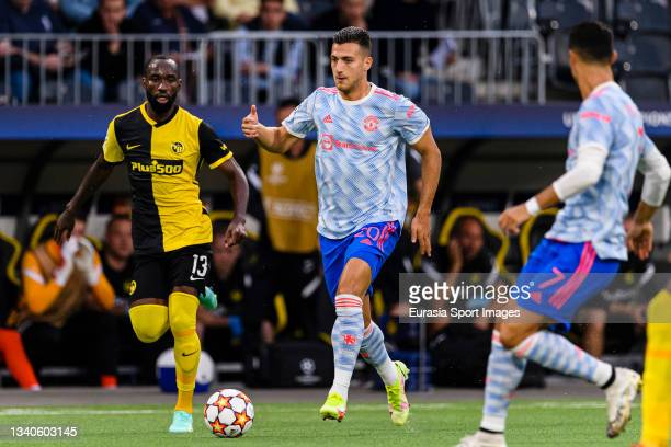 Bruno Fernandes of Manchester United runs with the ball during the UEFA Champions League group F match between BSC Young Boys and Manchester United...