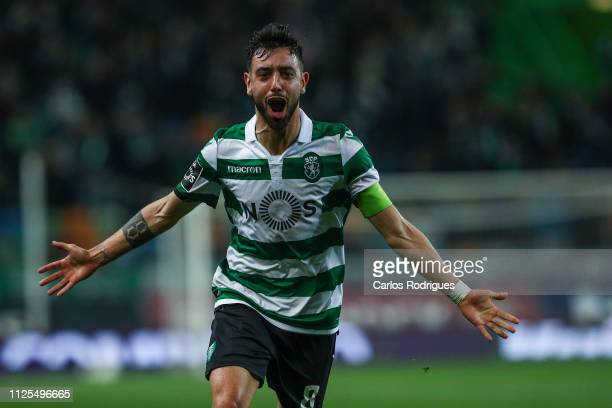 Bruno Fernandes of Sporting CP celebrates scoring Sporting CP first goal during the Liga NOS match between Sporting CP and SC Braga at Estadio Jose...