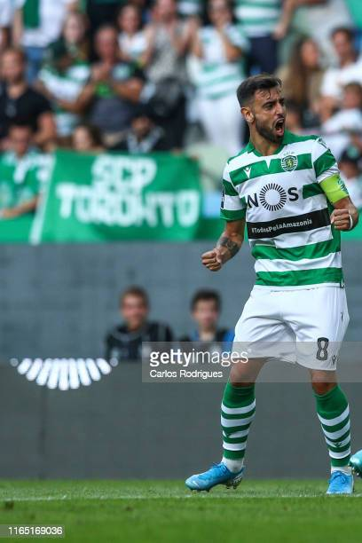 Bruno Fernandes of Sporting CP celebrates scoring Sporting CP goal during the Liga Nos round 4 match between Sporting CP and Rio Ave FC at Estadio...