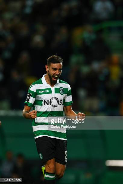 Bruno Fernandes of Sporting CP celebrates scoring Sporting CP second goal during the Liga NOS round 8 match between Sporting CP and Boavista FC at...