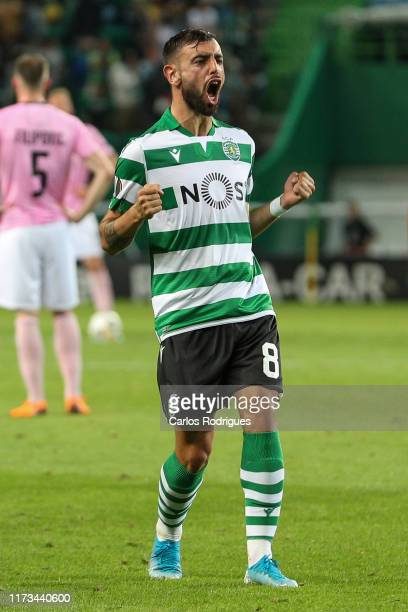 Bruno Fernandesof Sporting CP celebrates scoring Sporting CP's second goal during the UEFA Europa League group D match between Sporting CP and LASK...